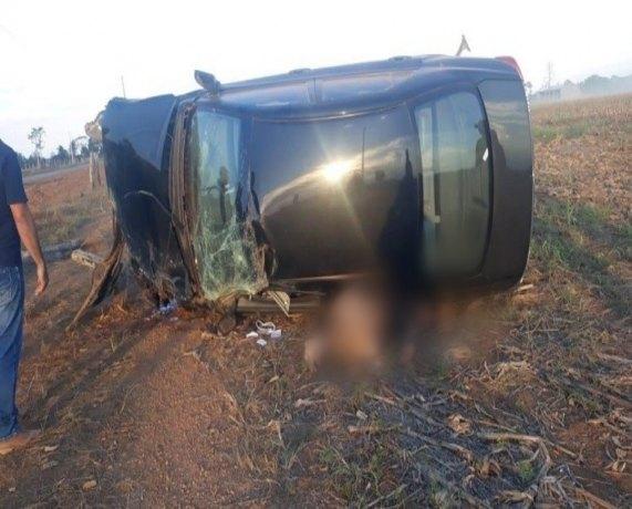 ESMAGADO: Motorista morre após capotamento de Corolla em rodovia