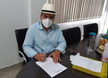 Prefeito Roni Irmãozinho, assina decreto e prorroga prazo para pagamento do IPTU 2020