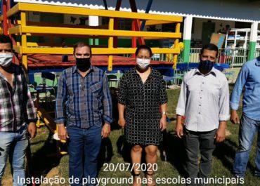 Escolas Municipais de Buritis recebem parques infantis