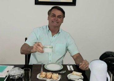 'Estou bem, viverei por muito tempo', diz Jair Bolsonaro