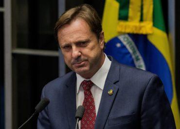 Senador Acir Gurgacz critica atraso na aplicação do Revalida