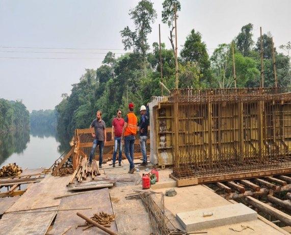 INFRAESTRUTURA: Obras da ponte sobre o rio Jacy-Paraná seguem em ritmo acelerado