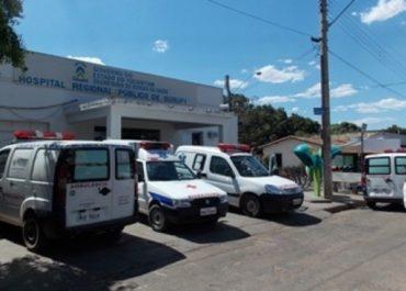 TRAGÉDIA: Criança de 4 anos morre asfixiada ao ficar trancada em carro com o irmão