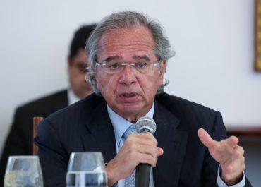 """""""Jamais esteve sob análise privatizar o SUS"""", diz Paulo Guedes"""