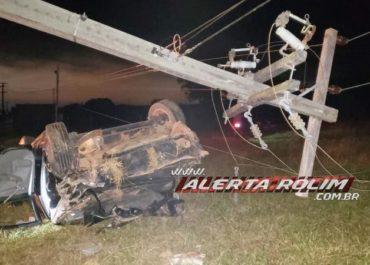 ACIDENTE: Motorista perde controle e capota carro de luxo; mulher ficou presa às ferragens