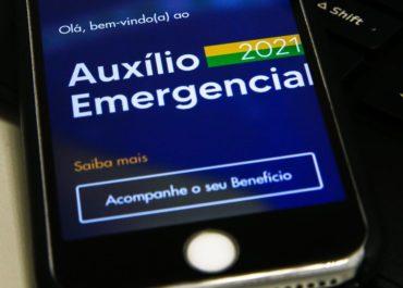 Caixa paga 3ª parcela do auxílio para nascidos em fevereiro e março