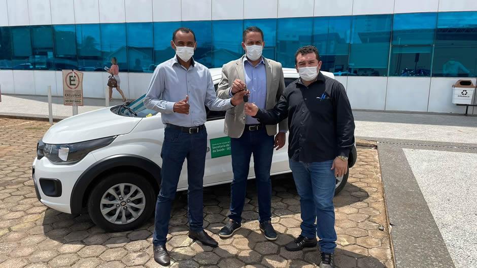Deputado Eyder Brasil entrega veículo para o Hospital Regional de Buritis
